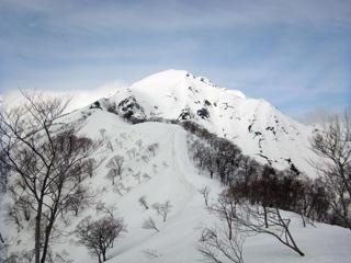 残雪の谷川岳